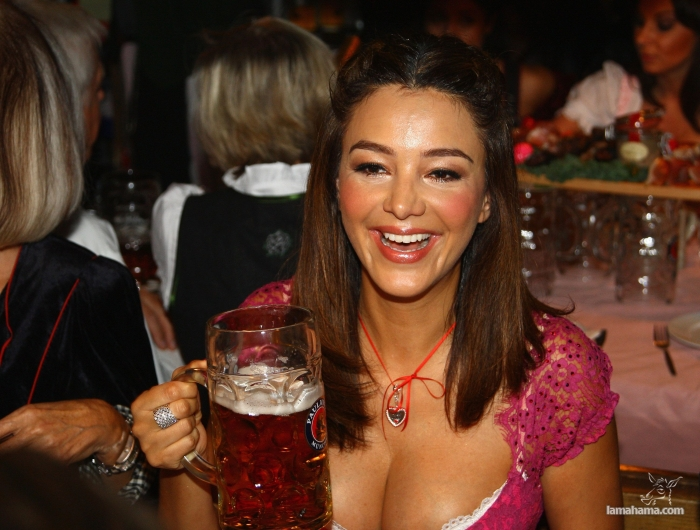 Oktoberfest - Hot girls and beer! - Pictures nr 10