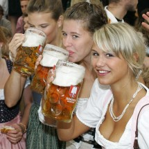 Oktoberfest - Hot girls and beer! - Pictures nr 3