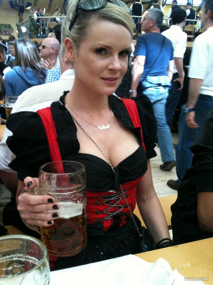 Oktoberfest - Hot girls and beer! - Pictures nr 7