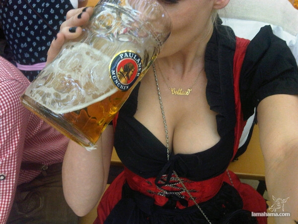 Oktoberfest - Hot girls and beer! - Pictures nr 8