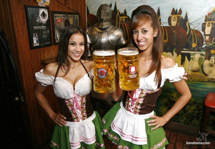 Oktoberfest - Hot girls and beer! - Pictures nr 9
