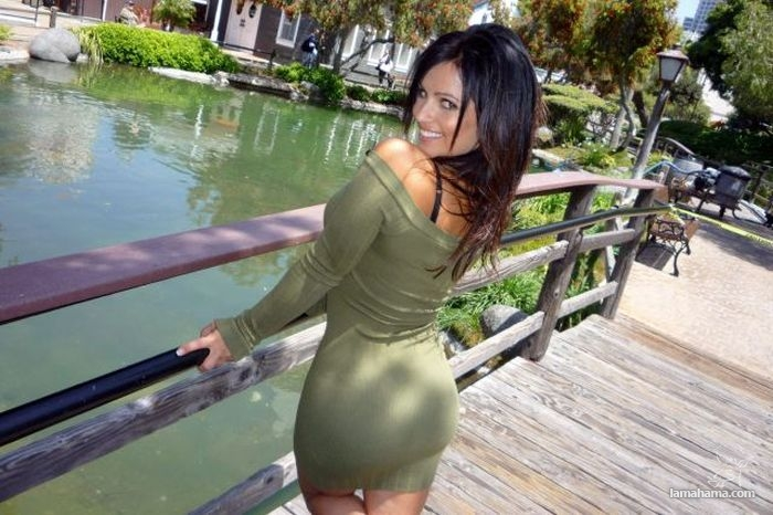 Girls in tight dresses IX - Pictures nr 1