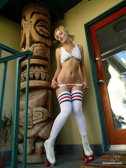 Hot girls and their colorful socks - Pictures nr 12