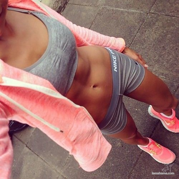 Fit girls in short shorts - Pictures nr 1