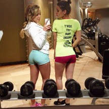 Fit girls in short shorts - Pictures nr 3