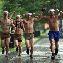 People having fun with Hurricane Irene - Pictures nr 122