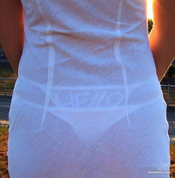 стринги через платье фото