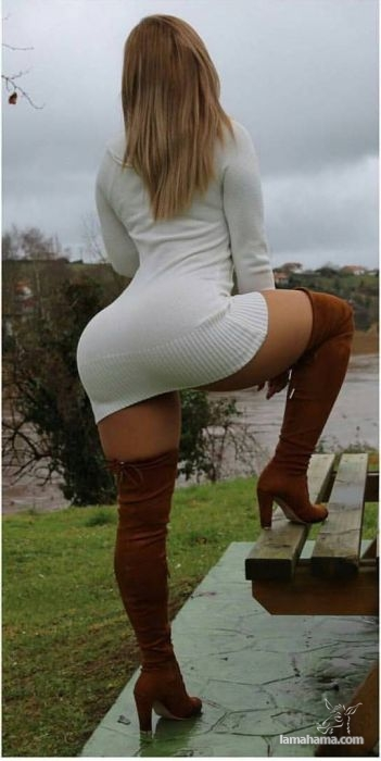 Girls in short dresses - Pictures nr 12