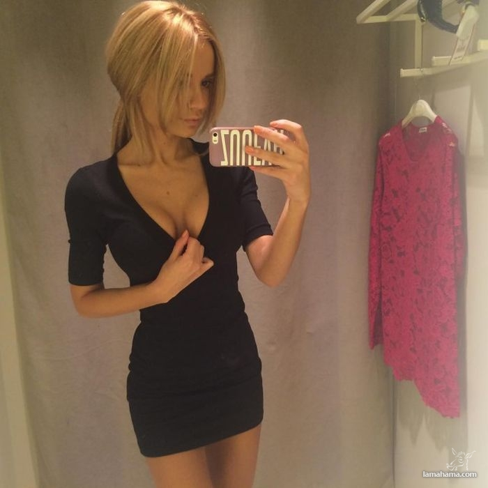 Girls in short dresses - Pictures nr 15