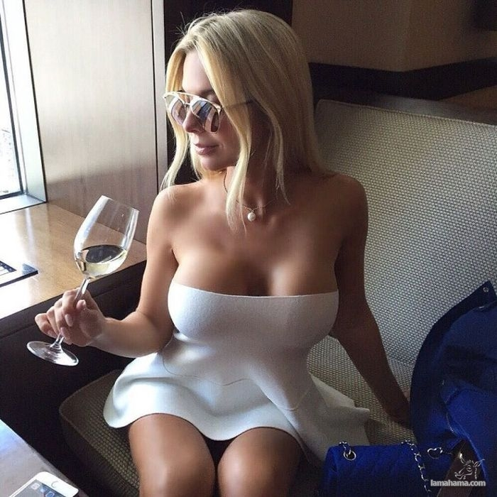 Girls in short dresses - Pictures nr 16
