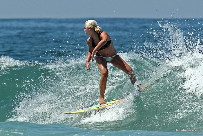 Beautiful girls surfing - Pictures nr 17