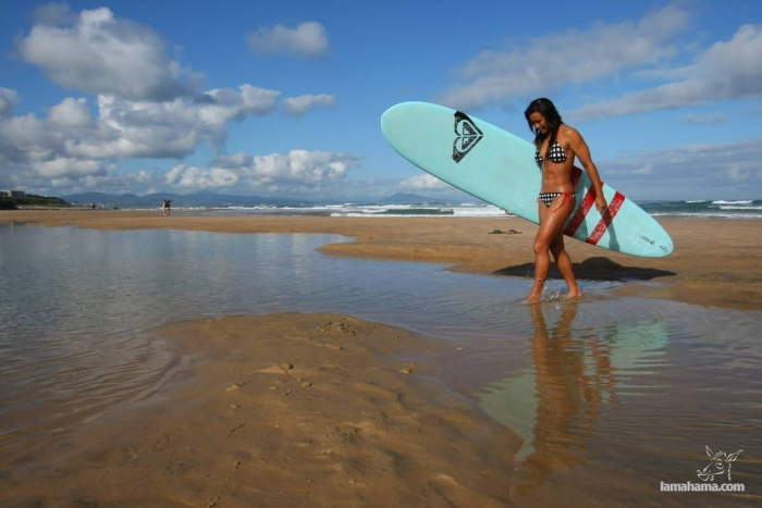 Beautiful girls surfing - Pictures nr 34