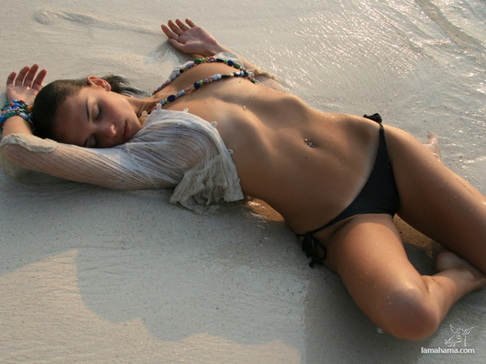 Girls with belly button rings - Pictures nr 10