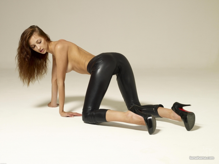 Hot girls in tight leggings II - Pictures nr 43