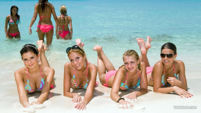 Girls from the beach for farewell summer - Pictures nr 1