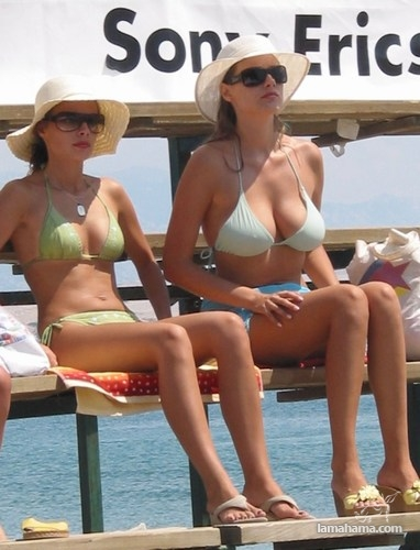 Girls from the beach for farewell summer - Pictures nr 15
