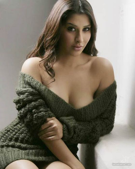 Hot girls wearing sweaters - Pictures nr 36