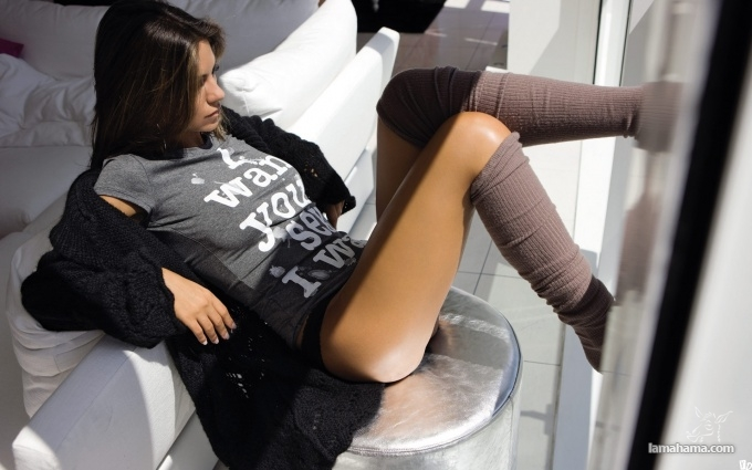 zakinula-nogi-video
