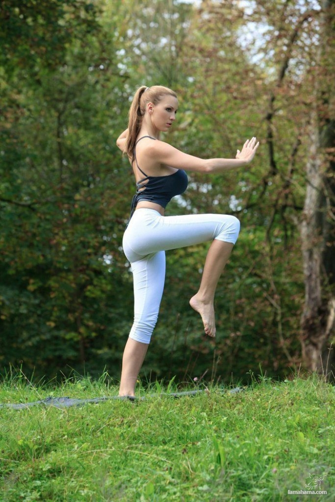 Morning Yoga with Jordan Carver - Pictures nr 14