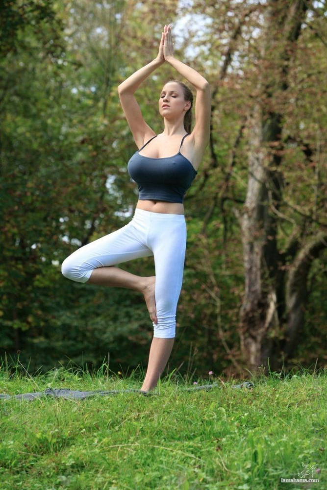 Morning Yoga with Jordan Carver - Pictures nr 19
