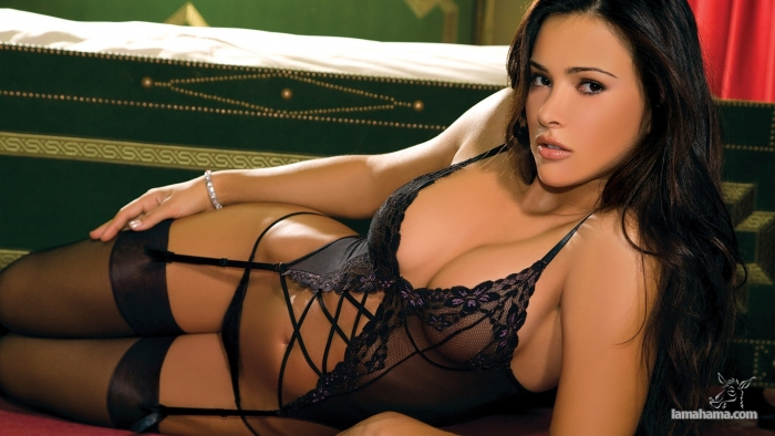 Attractive woman in stocckings - Pictures nr 1