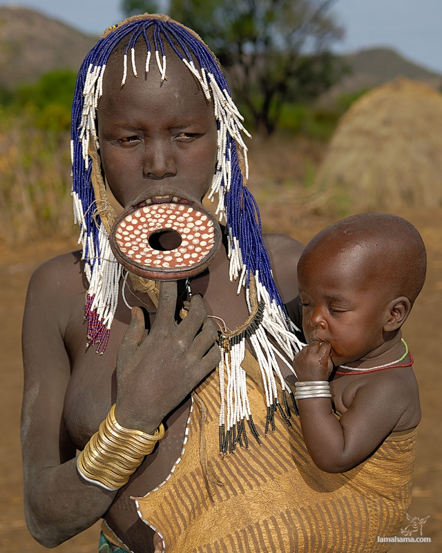 Women from the Mursi tribe - Pictures nr 1