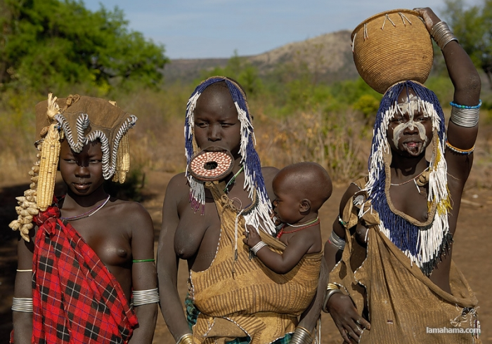 Women from the Mursi tribe - Pictures nr 5