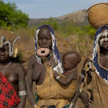 Women from the Mursi tribe - Pictures nr 30