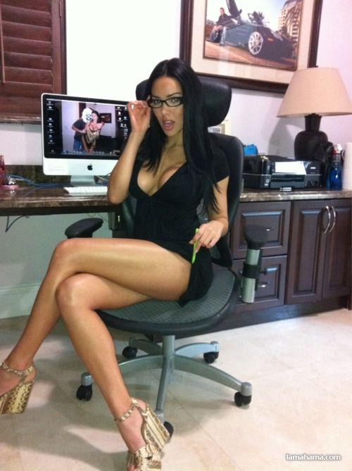 Girls wearing glasses - Pictures nr 1