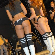 Girls and their rear bumpers - Pictures nr 385