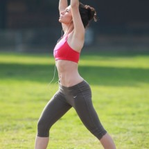 Morning workout with Sarah Shahi - Pictures nr 4