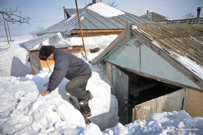 Wioska w Rumunii zasypana mega śniegiem - Zdjecie nr 1
