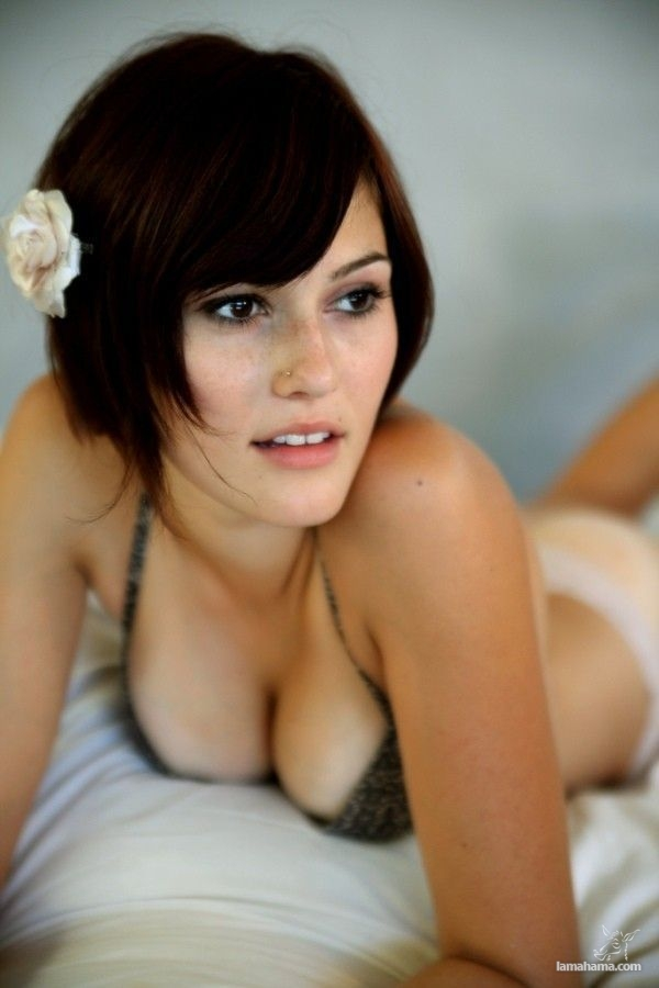 Beautiful girls in bras - Pictures nr 36