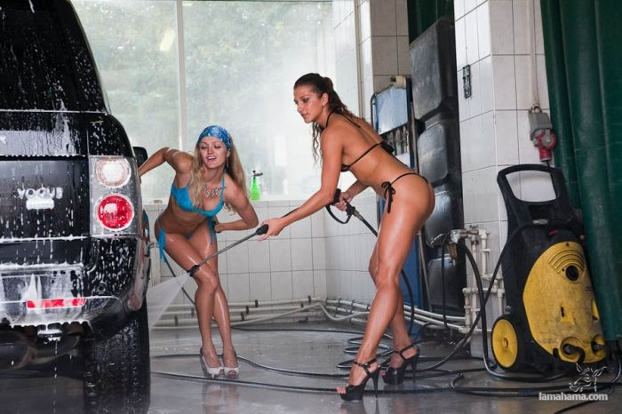 Sexy girls washing cars - Pictures nr 42
