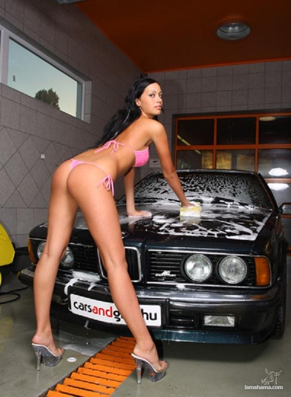 Sexy girls washing cars - Pictures nr 49