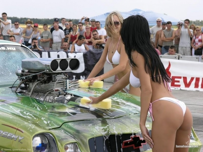 Sexy girls washing cars - Pictures nr 56