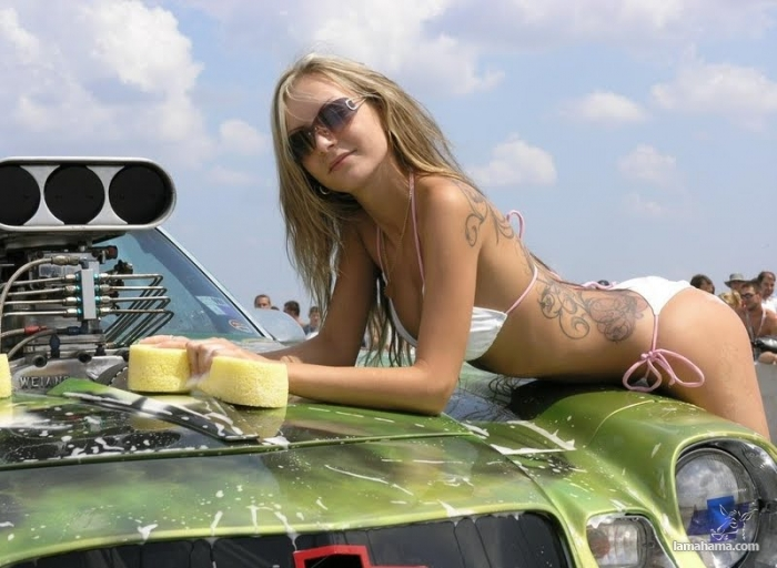 Sexy girls washing cars - Pictures nr 57