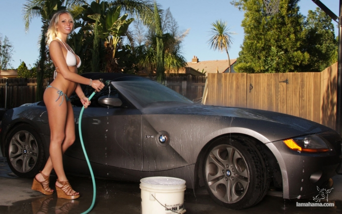 Sexy girls washing cars - Pictures nr 67