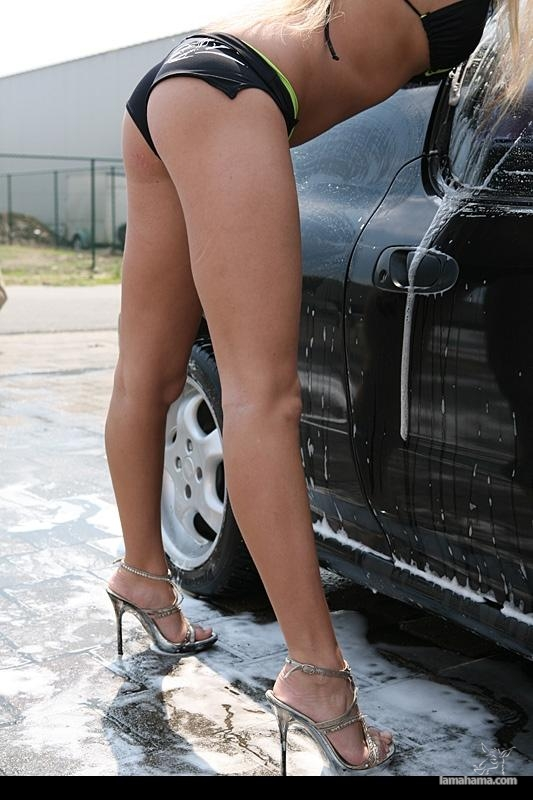 Sexy girls washing cars - Pictures nr 71