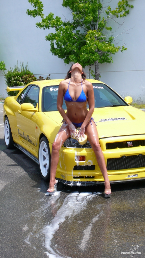 Sexy girls washing cars - Pictures nr 73