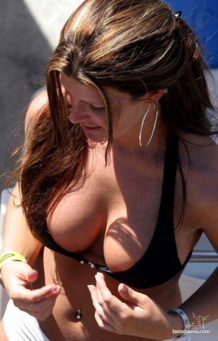 Attractive girls on the beach - Pictures nr 1