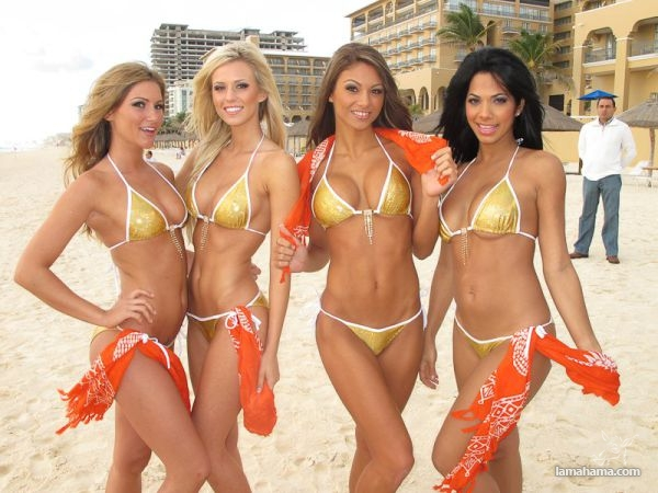 Naked pictures of the hooters girls