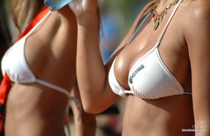 Girls on the beach - Pictures nr 1
