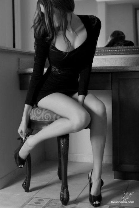 девушка в чёрном платье эротика фото