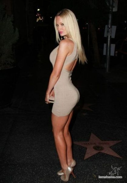 Girls in tight dresses - Pictures nr 32